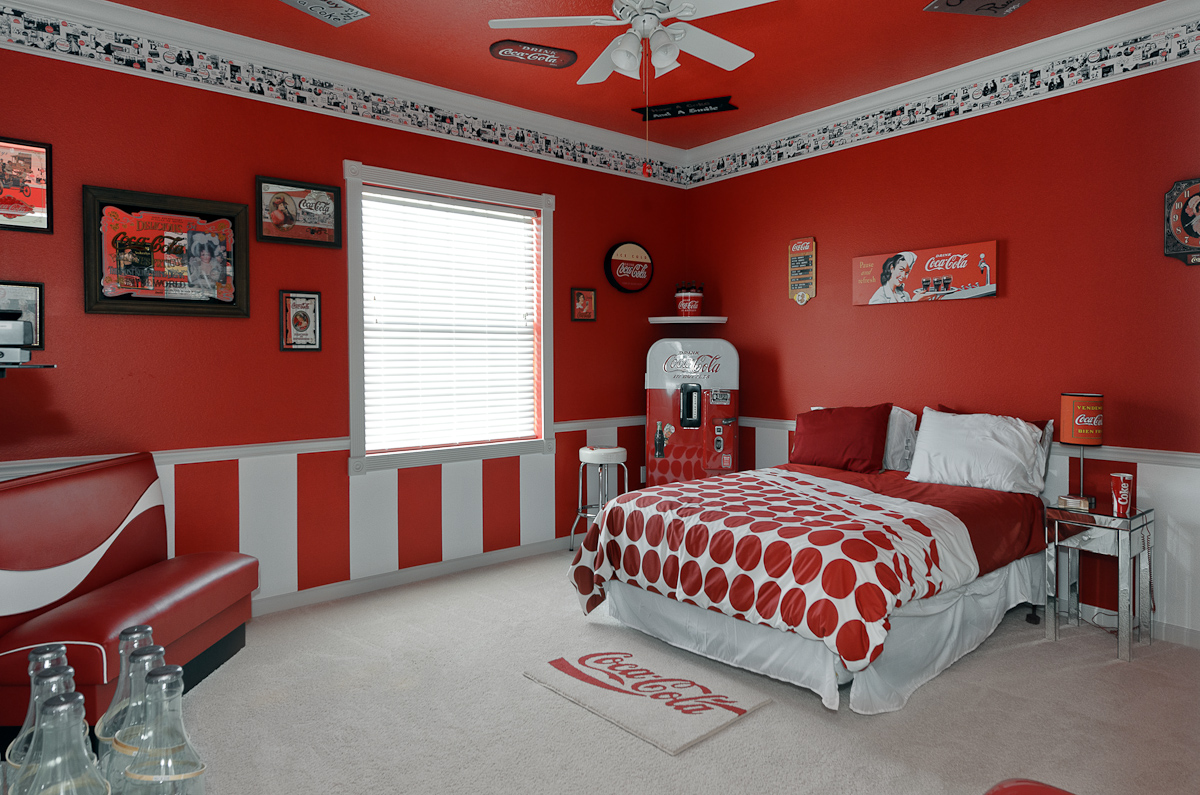 The sweet escape vacation rental coca cola bedroom for Vacation home furniture