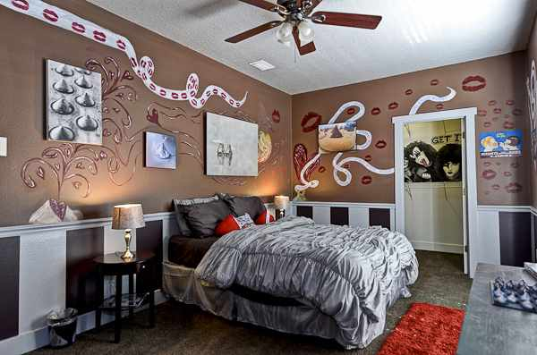 The Sweet Escape's Hershey Kisses bedroom