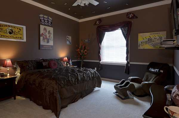 Hershey themed bedroom at Sweet Escape