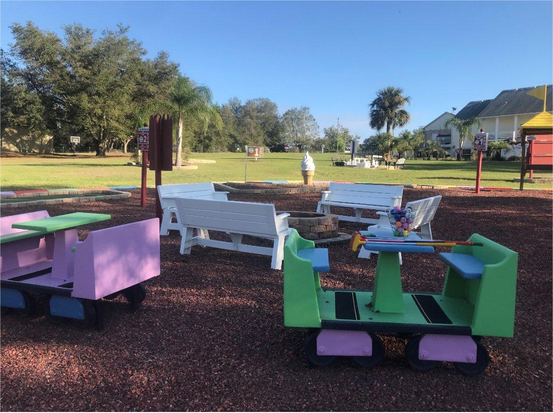 Disney area vacation home in Orlando with backyard mini golf